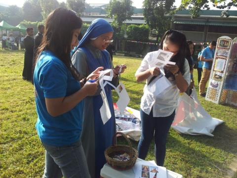 Sr. Templum and youth volunteers preparing for our booth