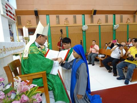 TW profession 2017-Bishop put the ring for Sr. Daosheng