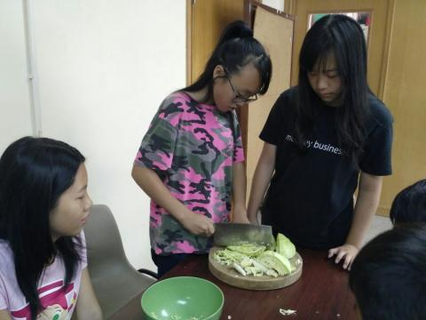 Summer Oratory in Hong Kong 2017 - youth learning to cook