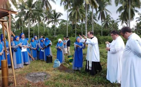Fr. Miguel Soler blessed the construction site