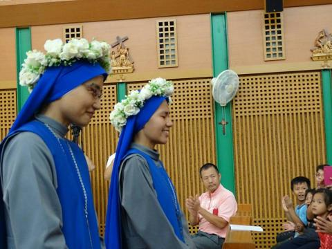 TW profession 2017-Joy of the two newly professed Taiwanese sisters
